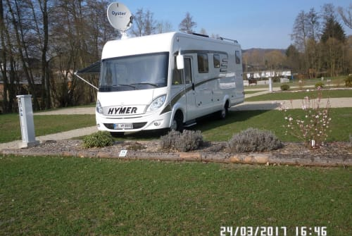 Hire a motorhome in Herne from private owners| Hymer Batman