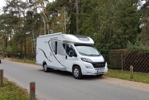 Hire a motorhome in Königs Wusterhausen from private owners| Carthago Mitch