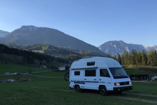 Hire a motorhome in Wien from private owners| Mercedes Kutter