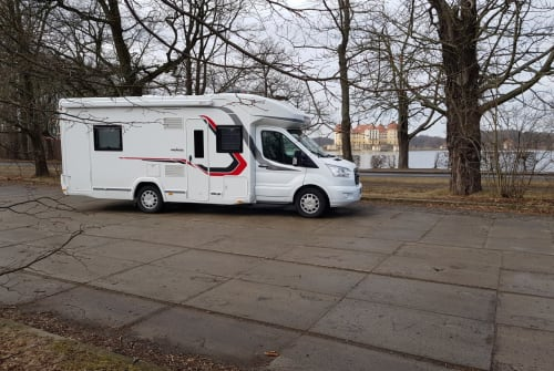 Hire a motorhome in Rangsdorf from private owners| Challenger Challenger 396