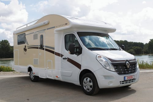 Hire a motorhome in Berlin from private owners| Ahorn A-Hörnchen
