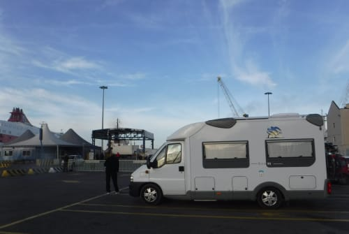 Hire a motorhome in Kirchroth from private owners| Knaus Sun TI  SUNNY