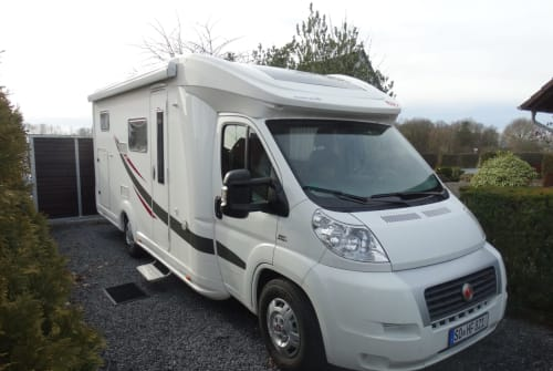 Hire a motorhome in Welver from private owners| Euramobil Heinz Camper