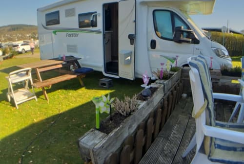 Hire a motorhome in Erkrath from private owners| Forster PUMMELFEE