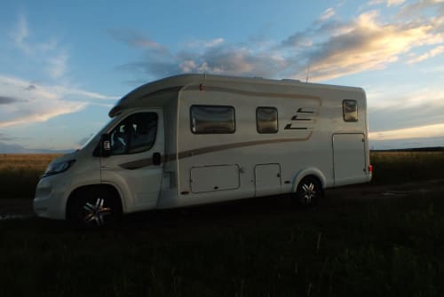 Hire a motorhome in Chemnitz from private owners| Hymer Hymer Tramp 678