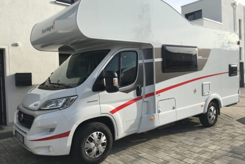 Hire a motorhome in Poing from private owners| Sunlight Groot