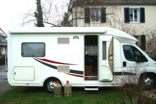 Hire a motorhome in Mainz from private owners| Euramobil Dreamcatcher