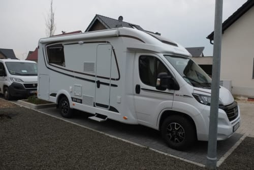 Hire a motorhome in Grevenbroich from private owners| Etrusco Wilde Hilde