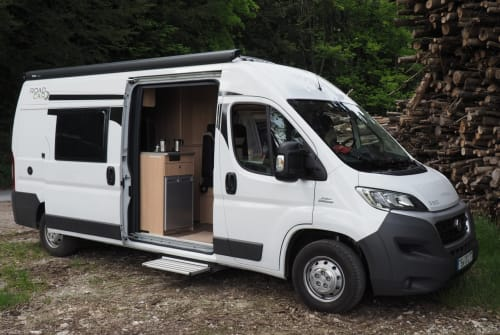 Hire a motorhome in Seeon-Seebruck from private owners| RoadCar RoadRunner