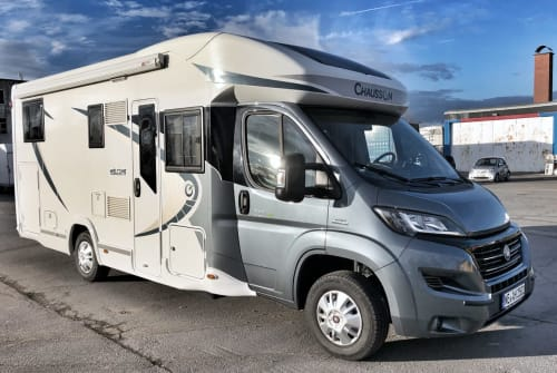 Hire a motorhome in Grevenbroich from private owners| Chausson Luxus Welcome