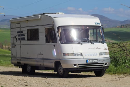 Hire a motorhome in Kettershausen from private owners| Hymer Little Cottage