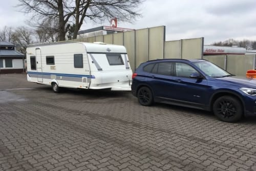 Hire a motorhome in Heikendorf from private owners| Hobby Kinderwowa