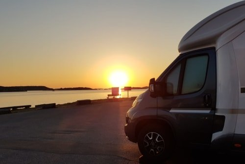 Hire a motorhome in Bernburg (Saale) from private owners  Giottiline Therry 37 S Therry