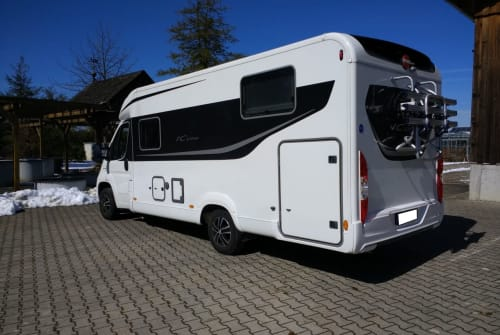 Hire a motorhome in Untermünkheim from private owners| Bürstner Ralle1215