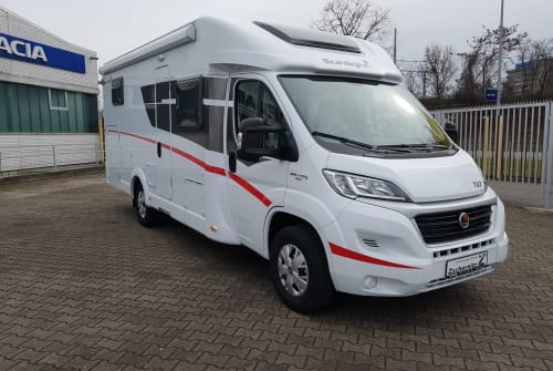 Hire a motorhome in Mannheim from private owners| Sunlight Summertime