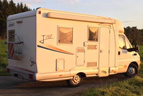 Hire a motorhome in Lich from private owners| Fiat Dukato Daisy Blue
