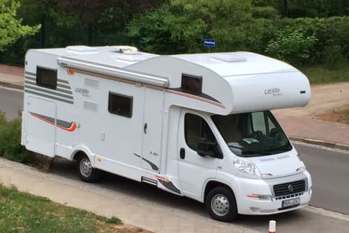 Hire a motorhome in Waren (Müritz) from private owners  Carado A464 WOMI Carado A464