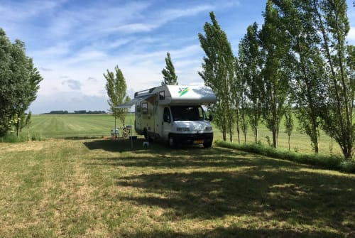 Hire a motorhome in Schiedam from private owners| Knaus traveller 99 Knaus traveller 99 HFG685
