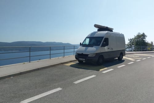 Hire a motorhome in Kiel from private owners| Mercedes Benz  Josi