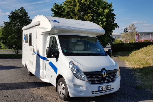 Hire a motorhome in Lauterbach (Hessen) from private owners| Renault Master Bender-Mobil