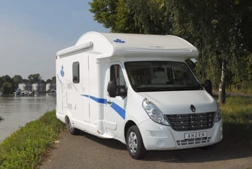 Hire a motorhome in Waakirchen from private owners| Ahorn Wally