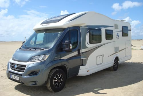 Hire a motorhome in Appen from private owners| Knaus Knausi