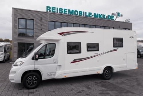 Hire a motorhome in Schwetzingen from private owners| PLA  Ursula
