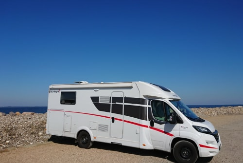 Hire a motorhome in Enger from private owners| Sunlight Fips