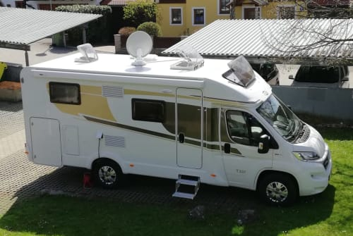 Hire a motorhome in Wals-Siezenheim from private owners  Carado  Moritzmobil