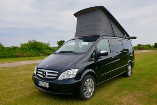 Hire a motorhome in Lübeck from private owners| Mercedes Viano 3,0 CDI DPF lang Hochstelldach Camperbulli Viano Marco Polo