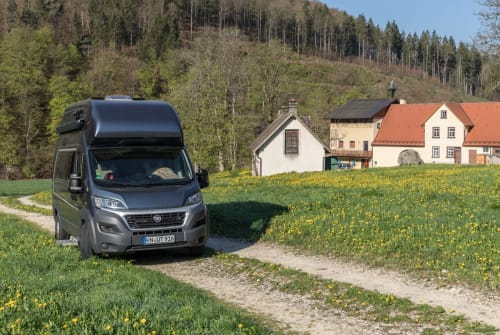 Hire a motorhome in Heuthen from private owners  Weinsberg KNUT