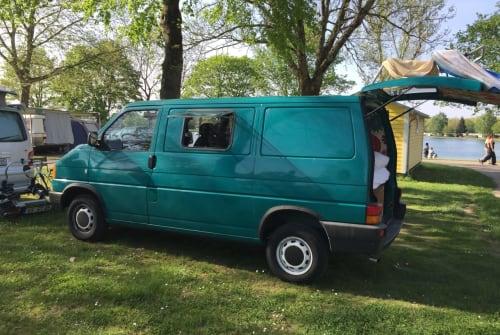 Hire a motorhome in Gundelfingen from private owners| Volkswagen  Basic T4 Camper mit richtigem Bett und neuem Innenausbau