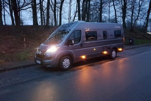 Hire a motorhome in Erkelenz from private owners| Clever ICECUBE