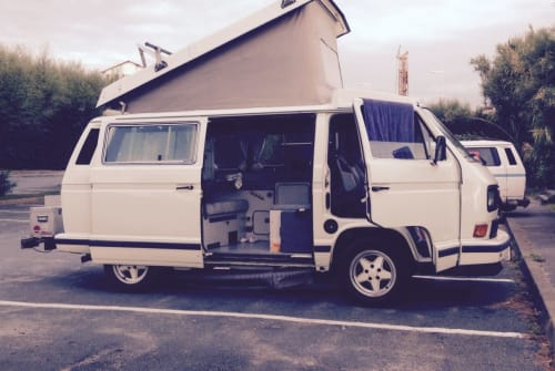 Hire a motorhome in Berlin from private owners| VW Froni