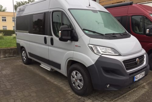 Hire a motorhome in Weißenhorn from private owners| Vantourer  VT540