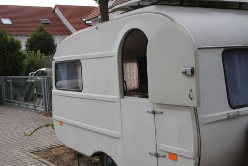 Hire a motorhome in Darmstadt from private owners| Qek Qek Junior