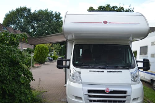 Hire a motorhome in Barmstedt from private owners| Bürstner Elchi