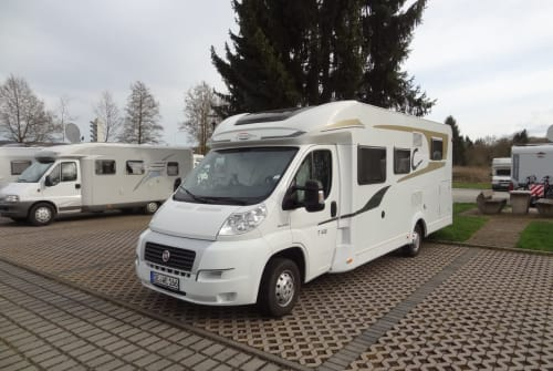 Hire a motorhome in Wahlstedt from private owners  Carado Cara Carado