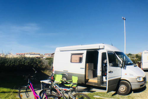 Hire a motorhome in Bochum from private owners| Mercedes Emma