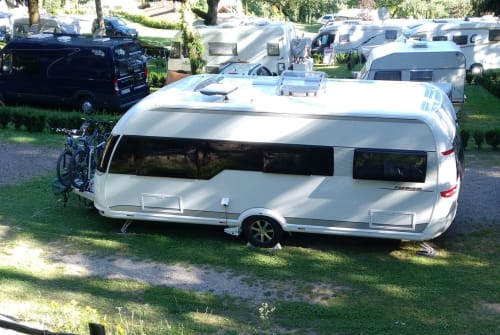Hire a motorhome in München from private owners| HOBBY Hobbit