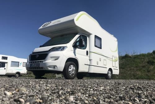 Hire a motorhome in Recklinghausen from private owners| Sun Living Mobi