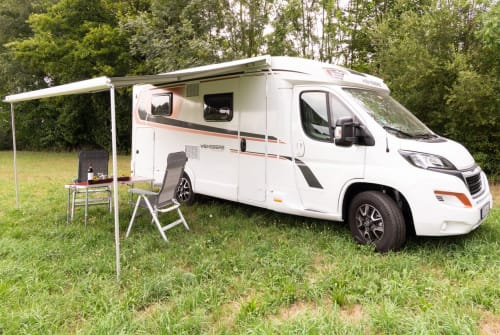 Hire a motorhome in Erding from private owners| Weinsberg Cara Compact Beppo