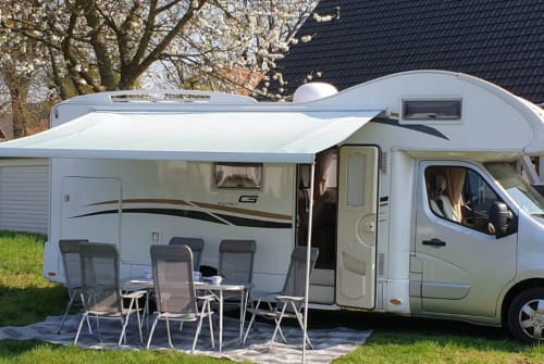 Hire a motorhome in Porta Westfalica from private owners| Renault Wolkenfrei