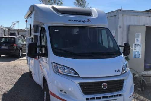 Hire a motorhome in Neubrandenburg from private owners| Sunlight Harald