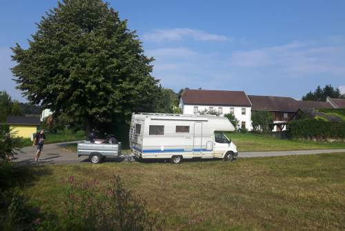 Hire a motorhome in Golling an der Erlauf from private owners| Ford Skullmobile