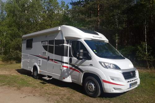 Hire a motorhome in Berlin from private owners| Sunlight Heidi